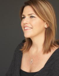 Amy Shuber Headshot